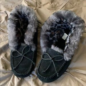 Ugg moccasins black and leopard - 8 but fit like 7